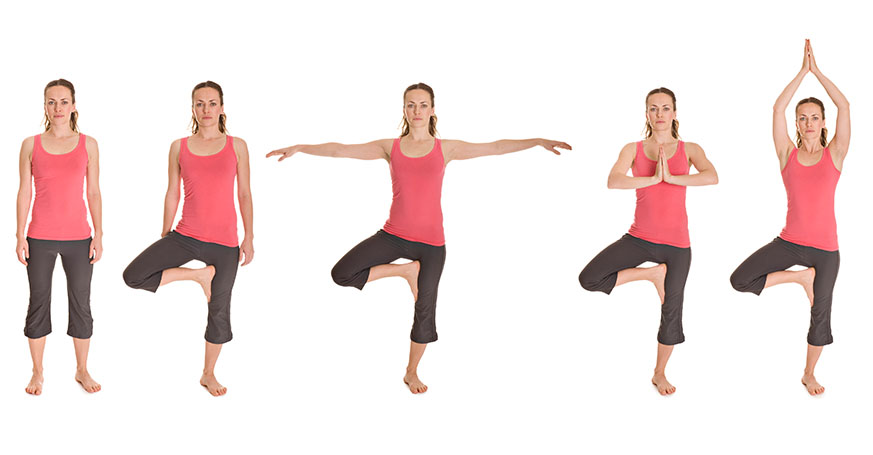 Frau macht Yogaübung Baum