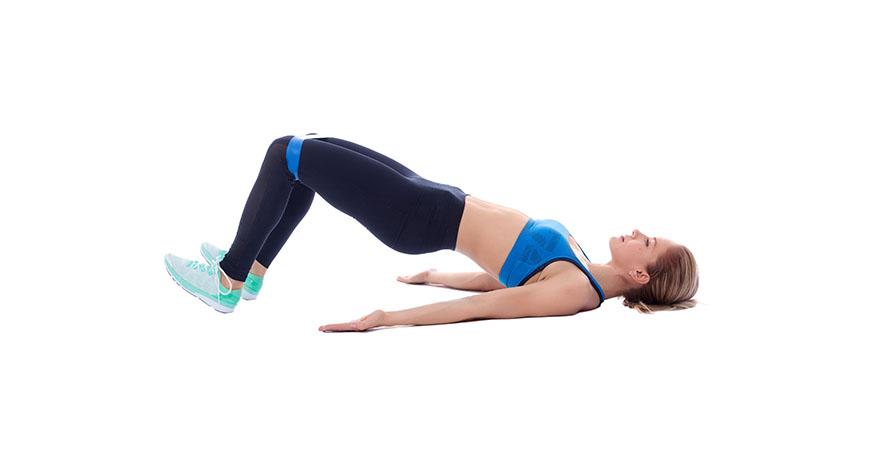 Frau macht hohe Planke Teil 2