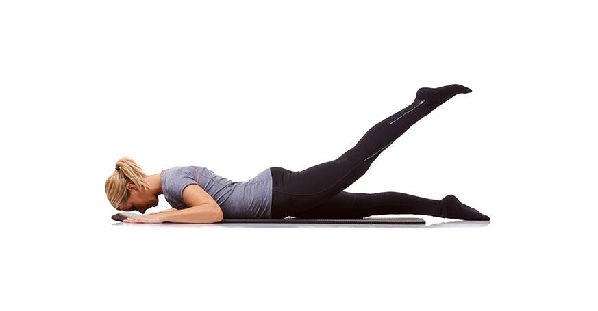 Frau macht Leg-Lift